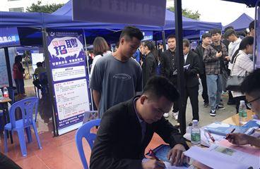 广西景鹏科技有限公司受邀参加广西水利电力学院2021届毕业生双选会